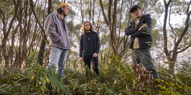 """POLYPHOZIA: Wenzhou, China-Based Grunge/Post-Rock Trio To Release Suitcase Of Voices Through Nefarious Industries In November; """"Sandwich"""" Now Playing + Preorders Posted"""