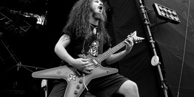 Previously Unreleased DIMEBAG Video Footage, Demos To Be Made Available On 'Dimevision Vol. 2'