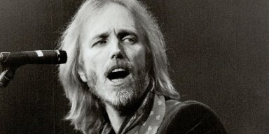 Tom Petty Taken Off Life Support, Death Not Confirmed!