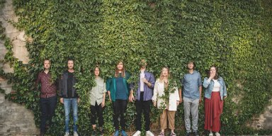 """Alternative Proggy Pop Orchestra MEER Reveals New Single """"Beehive"""" From New Album!"""