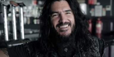 """SEE ROBB FLYNN'S INTENSE POETRY-SLAM PERFORMANCE OF NEW MACHINE HEAD SONG """"BASTARDS"""""""