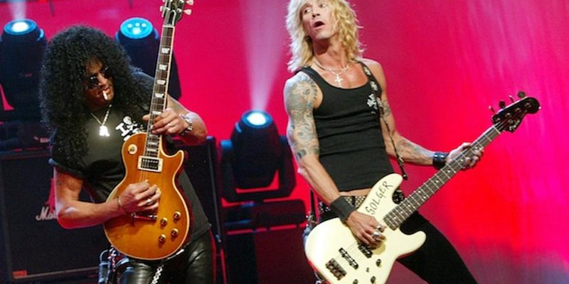 GUNS N' ROSES Members SLASH And DUFF MCKAGAN Pay Tribute To VINNIE PAUL