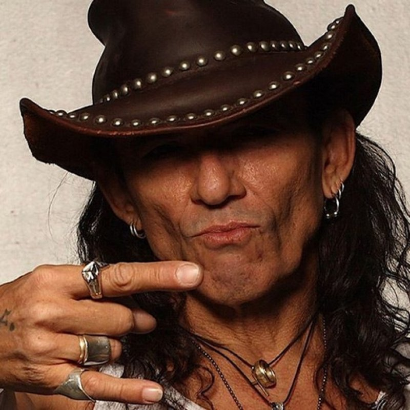 RATT Singer STEPHEN PEARCY To Release 'View To A Thrill' Solo Album In November!