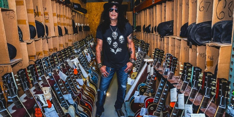 SLASH FEATURING MYLES KENNEDY AND THE CONSPIRATORS: 'Living The Dream' Artwork Unveiled; 'Driving Rain' Single Available