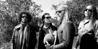 Listen To New ALICE IN CHAINS Song 'Never Fade'