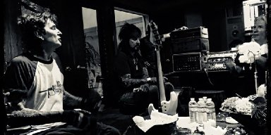 MÖTLEY CRÜE's NIKKI SIXX And TOMMY LEE Reunite In The Studio!