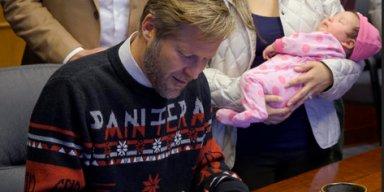 Albuquerque's Metalhead Mayor Wears PANTERA Christmas Sweater For Bill-Signing Ceremony!