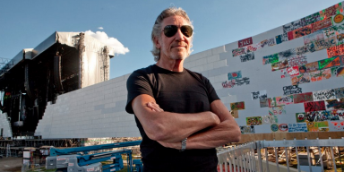 Roger Waters Wants To Perform Pink Floyd's The Wall On US-Mexico Border!