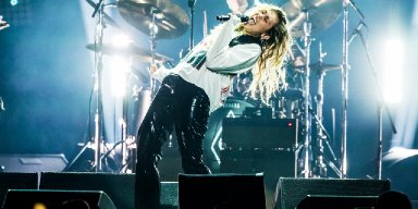 Miley Cyrus Sings 'Say Hello 2 Heaven' at Chris Cornell Tribute & Lars Ulrich From Metallica Is Beyond Inspired!!