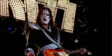 ACE FREHLEY Slams GENE SIMMONS And PAUL STANLEY! 'Now The Gloves Are Off'