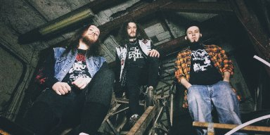 WOMBRIPPER sign with MEMENTO MORI