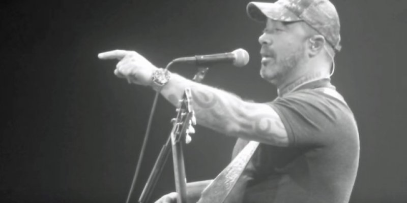 AARON LEWIS Tells Crowd 'Shut The F**k Up Or I'm Done' & Cuts Another Show Short!