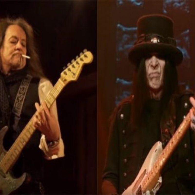 JAKE E. LEE Calls MÖTLEY CRÜE's MICK MARS A Racist Who Wanted To Attack Him