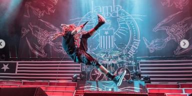LAMB OF GOD Frontman Falls On Stage
