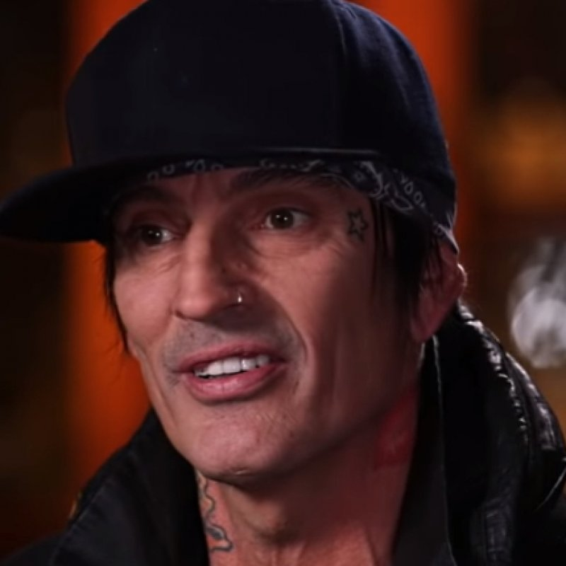TOMMY LEE KICKED OUT OF RESTAURANT