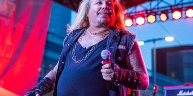 VINCE NEIL Performs MÖTLEY CRÜE Classics In Downers Grove