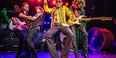 ROTH PERFORMS WITH VEGAS BAND