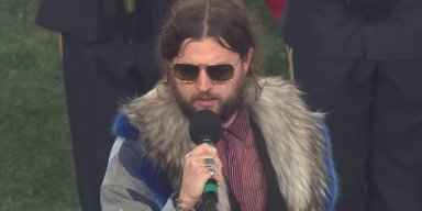 RIVAL SONS Singer Performs National Anthem At NEW ENGLAND PATRIOTS Vs. TENNESSEE TITANS
