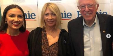 Kim Gordon canvassing for Bernie Sanders