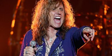 WHITESNAKE's DAVID COVERDALE Performs New Song 'Coronavirus Blues'