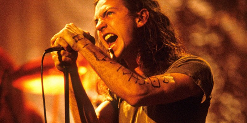 Eddie Vedder plays emotional tribute to Chris Cornell!