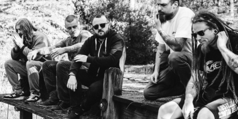 KING PARROT To Release Limited Edition Holed Up In The Lair EP Next Month; New Track Streaming + Preorders Available