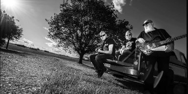 "BÜRNER: Swedish hard rockers premiere new album ""Baptized in Gasoline"""