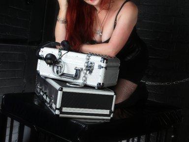 Getting heavy with The Mistress - Demonize Debz - 8.30pm-10pm  UK / 3.30pm-5pm EST