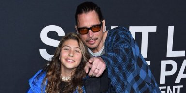 "Chris Cornell's daughter sings ""Hallelujah"" in tribute to her father and Chester Bennington"