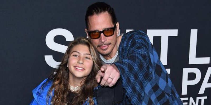 """Chris Cornell's daughter sings """"Hallelujah"""" in tribute to her father and Chester Bennington"""