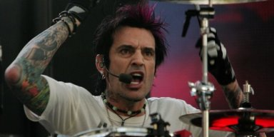TOMMY LEE Calls DONALD TRUMP 'A F**king Idiot', Says President's Supporters Are 'D**kheads'