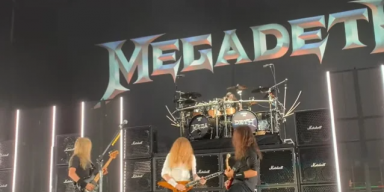 MEGADETH PERFORMS WITH LOMENZO