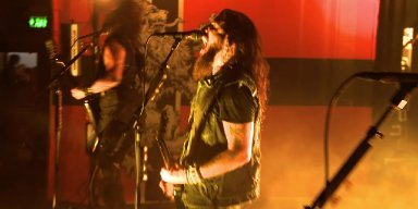 "Robb Flynn Has ""Brutal Lung Infection,"" Walks Off Stage Mid-Show in Pittsburgh"