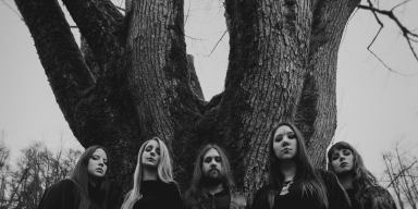 Slovenian female-fronted doom metal band Mist just released their debut album »Free Me Of The Sun and it kicks ass!
