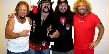 Former VAN HALEN Members SAMMY HAGAR And MICHAEL ANTHONY Pay Tribute To VINNIE PAUL