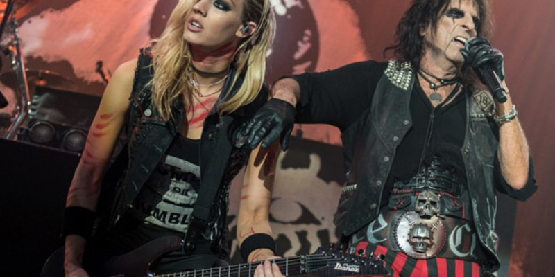 ALICE COOPER's NITA STRAUSS And GRIM REAPER's NICK BOWCOTT Pay Tribute To VINNIE PAUL With 'Walk' Cover (Video)