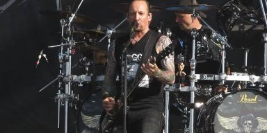VOLBEAT Honors VINNIE PAUL At Belgium's GRASPOP METAL MEETING (Video)