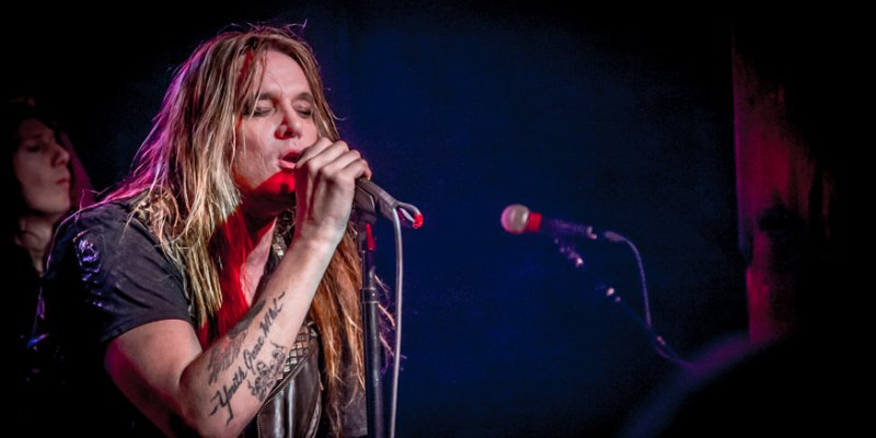 Watch SEBASTIAN BACH Sing PANTERA's 'Cemetery Gates' As Tribute To VINNIE PAUL