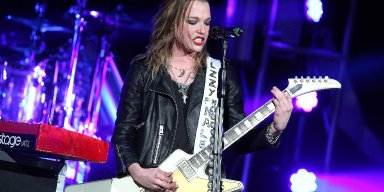 HALESTORM's LZZY HALE Loves To See Metalheads Singing Along To Her ADELE Cover, Watch It Here!