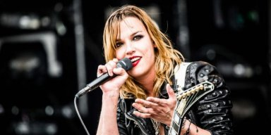 Watch HALESTORM's LZZY HALE Join SMASHING PUMPKINS For Cover Of LED ZEPPELIN's 'Stairway To Heaven'
