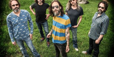 Ex-THE BLACK CROWES Singer CHRIS ROBINSON Says He Feels Bad For His Brother: 'Not A Lot Of People Are Interested In What He's Doing'