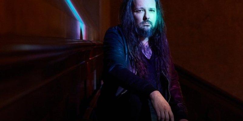 KORN Singer JONATHAN DAVIS Releases Statement Following Death Of Estranged Wife