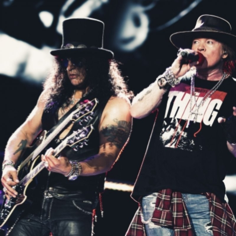 SLASH: AXL ROSE Has 'A Ton Of S**t' Recorded For Possible New GUNS N' ROSES Album