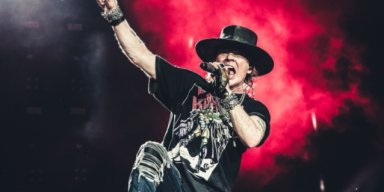 AXL ROSE Slams DONALD TRUMP: 'We Don't Have A President' !