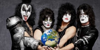 It's Official: KISS To Launch Farewell Tour, 'End Of The Road', In 2019