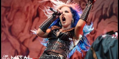Arch Enemy Ban a Concert Photographer & Everyone Loses Their Minds!