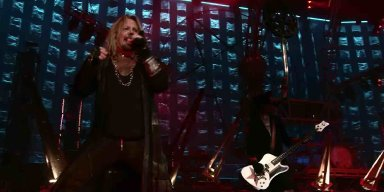 MÖTLEY CRÜE Teases Super Bowl Sunday Surprise!