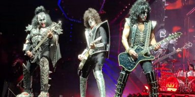 KISS: FRONT-ROW VIDEO OF PORTLAND SHOW