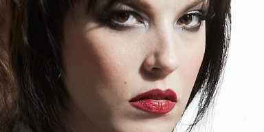 HALESTORM's LZZY HALE Doesn't Have A Drivers License?