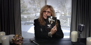 Watch WHITESNAKE's DAVID COVERDALE Unbox 'Slide It In: The Ultimate Special Edition'